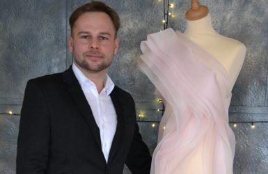 16bed38bbe99a Šaty pre moderátorku Plesu v opere vytvorí Marcel Holubec!